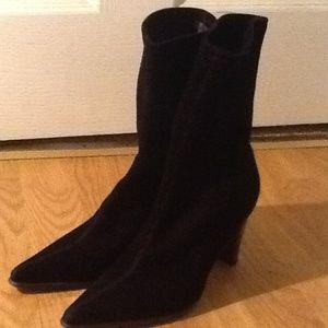 BCBG Max Azria black suede boos size 51/2 B