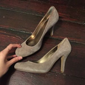 Nine West Shoes - Nine West • Taupe swede midi pumps