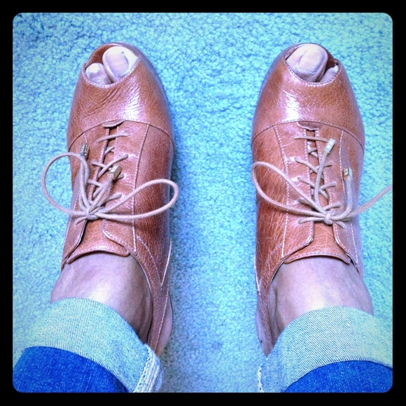 BCBG Paris Shoes - ¥ BCBG Paris leather peep toe heels - sz. 9