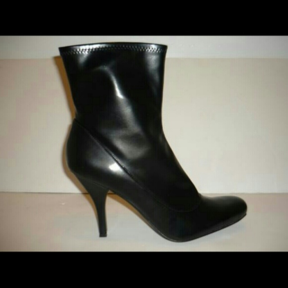 Nine West - New Nine West Size 12 Womens Boots from M's closet on ...