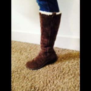 UGG size 7 boot