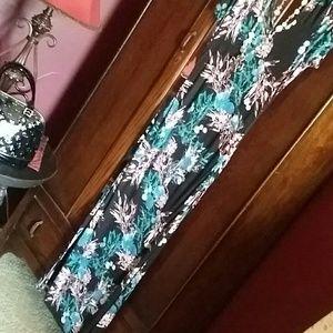 Dresses & Skirts - Pretty maxi dress