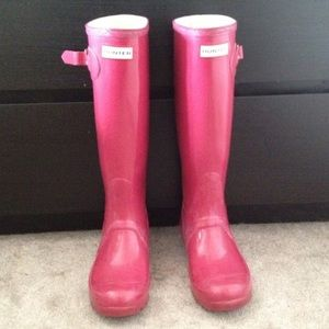 Hunter Boots Shoes - Tall Hunter Rain Boots // Cranberry Color
