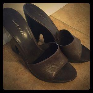 Size 7 Nine West  Brown leather pumps