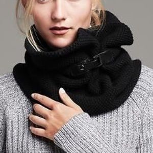 Infinity knitted scarf with buckles