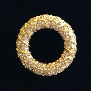 Swarovski Jewelry - Vintage Swarovski Crystal Wreath Brooch