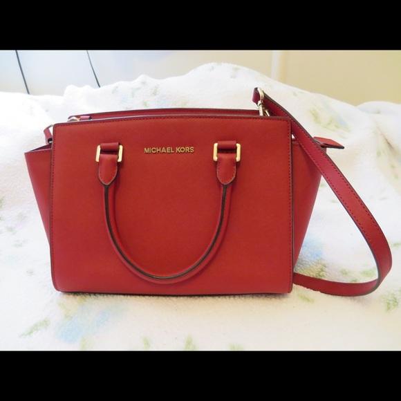 Michael Kors Selma Medium Red quick sale. M 56130b528f0fc4ebe5003b04 0200cb7c6d87d