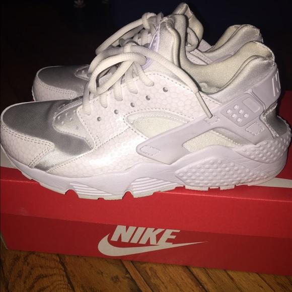 online store acfce 8a07d Nike Air Huarache WOMEN All white