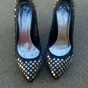 **Host pick!!!** Cool black pumps with studs