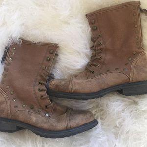Roxy studded boot