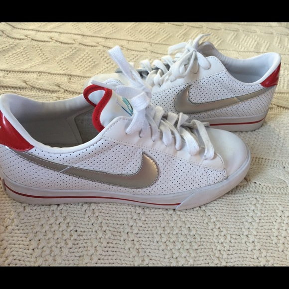 c1af4ef4d1b931 Vintage Nike sweet classic leather sneakers. M 56158ad347da811cd002c1ec