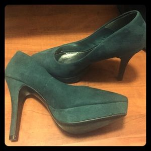 H&M green suede pumps