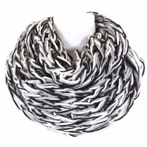B57 Chunky Black White Gray Knit Infinity Scarf