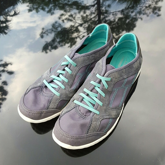 complete range of articles recognized brands best shoes CLARKS slip-on sneakers with OrthoLite insoles.