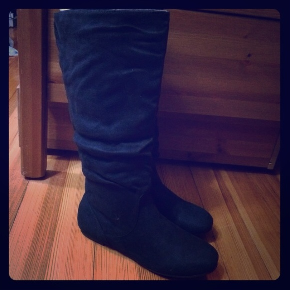nwt black suede scrunch boots 11 from s