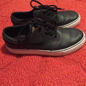 Nike SB Stefan Janoksi Women size 8 Boys 6Y