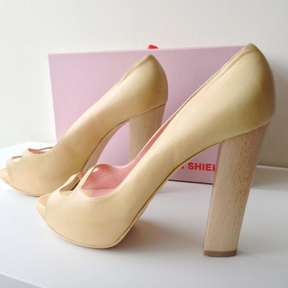 Eileen Shields Shoes - Eileen Shields Pearl Nappa Pumps
