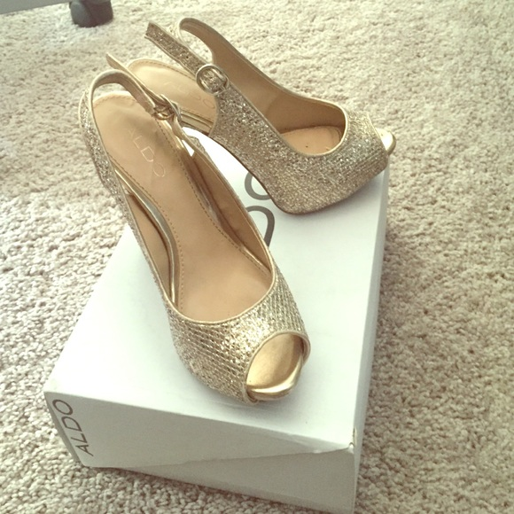 5a298d9f2df0 ALDO Shoes | Gold Heels Brittany85 Only Worn Once | Poshmark