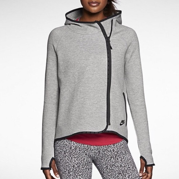 75f7c936e616 Nike women s tech fleece cape