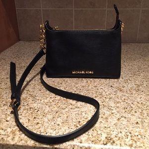 Michael Kors Handbags - Michael kors crossbody. 100% Authentic
