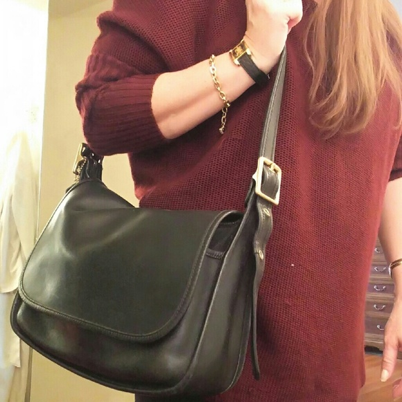 b0af03363bea Coach Handbags - Vintage Coach Patricia Legacy flap
