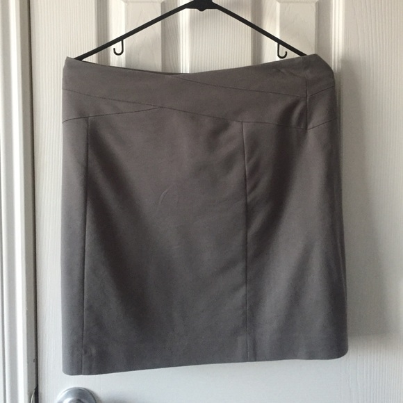 ⬇️REDUCED!! Banana Republic gray suit skirt