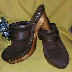 Beautiful Ralph Lauren brown suede & leather clogs