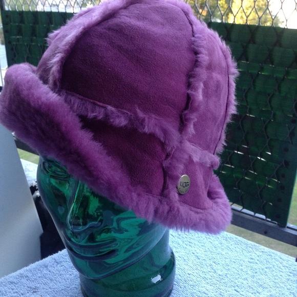 bb1c78760df Ugg shearling city bucket hat purple sheepskin. M 561991812ba50afadb0169e6