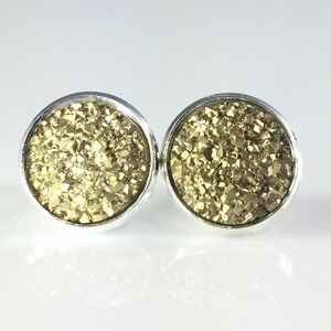 thejeweladdict Jewelry - 3 for 15🎀 Rocky gold flat Druzy style earrings