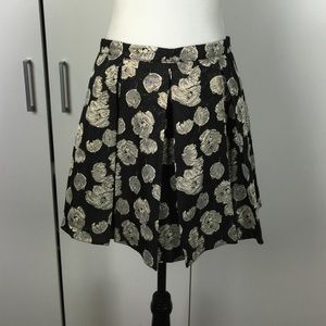 Forever 21 Dresses & Skirts - Black and gold pleated skirt