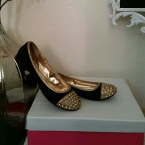 JustFab gold and black studded flats. Size 9