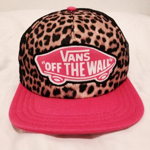 28b4827674e Vans Accessories - NWOT Pink Vans SnapBack