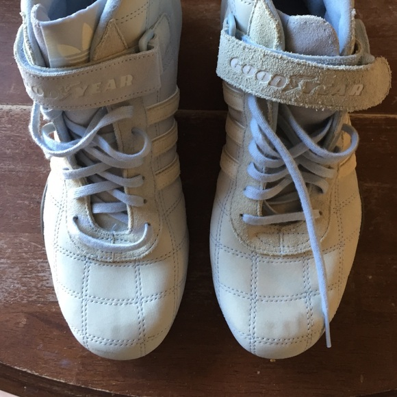 NWOT Adidas high tops size 7