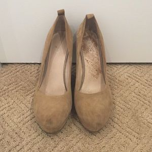 ALDO tan suede wedges