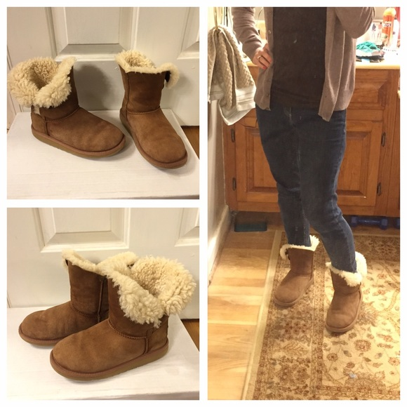 096971ced07 UGG boots. Sheepskin short Bailey button style