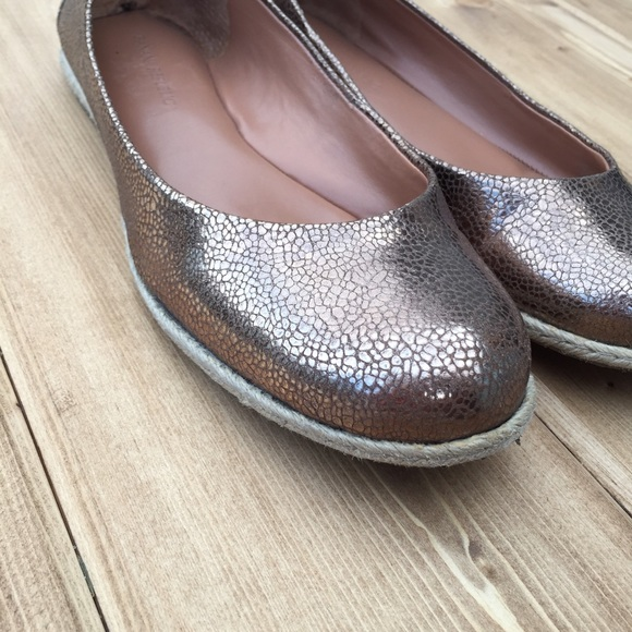 Banana Republic Shoes - Super cute and comfortable metallic flats!