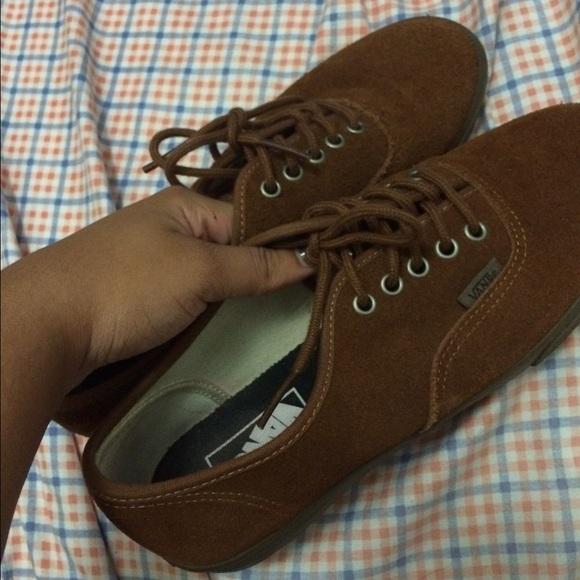 e1e6c4e3f2 Low top brown suede vans. M 561aef0ff0137dbf7501ecad