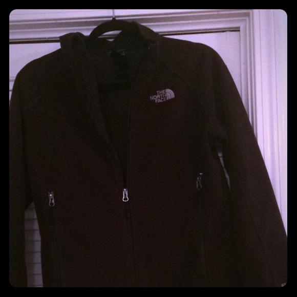 1b8d69232 Black women's North Face Windwall jacket