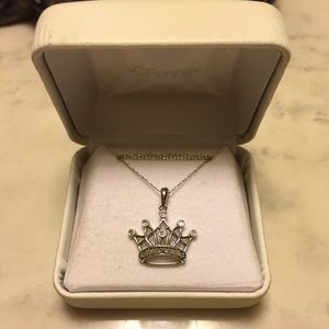 Jewelry - Necklace with crown pendant