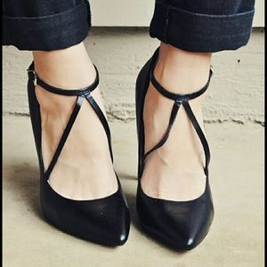 Zara black cross strap pump 38/8