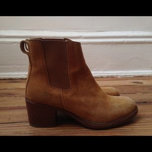 A.P.C. suede leather boots. size :36/US: 6