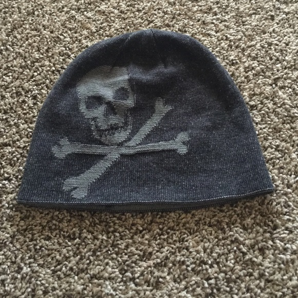 654e3f9a336 Reversible skull and cross bones beanie. M 561c08496ba9e6f570025998. Other  Accessories ...