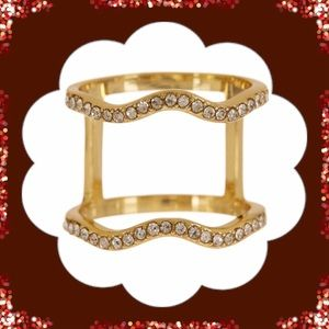 Jewelry - 🎄New Beautiful Two For One Wavy Ring.