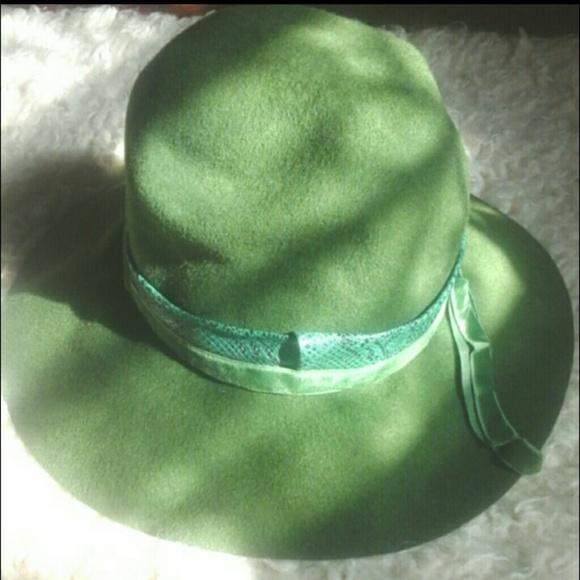 40ab5c10af0364 Accessories | Vintage Felt Hat With Snakeskin And Velvet Trim | Poshmark