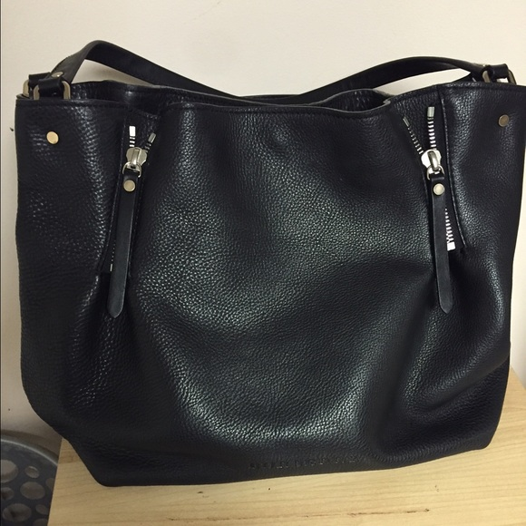 d3abd81dfd18 Burberry Handbags - Burberry Maidstone Leather Tote