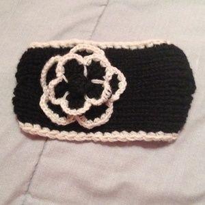 Accessories - Knit earmuff headband