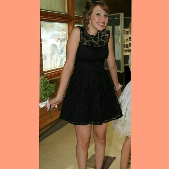 Short Black Lace Formal Dress