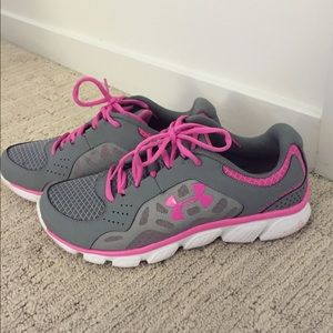 gray and pink under armour shoes Online