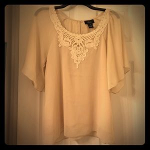 Allison morgan Tops - Flowy lace blouse