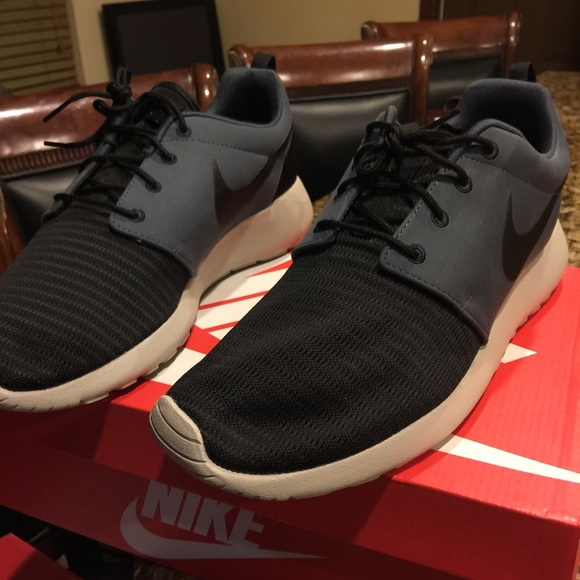 NEW Nike Sneakers with box - MENS